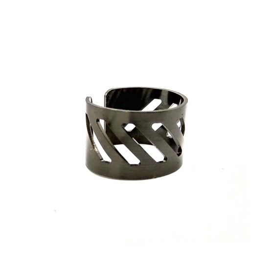 HANDMADE BRASS RING WITH DIAGONAL LINES