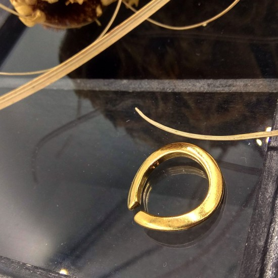 WIDE WAVY RING